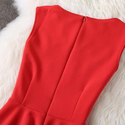 Elegant Sleeveless Red and Black Pa..