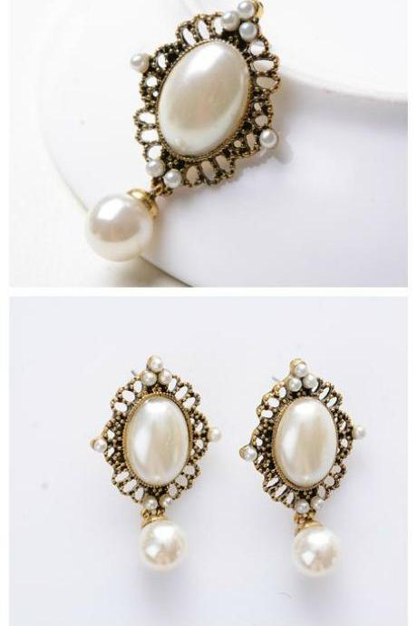 Elegant Gold Pearl Dangling Earrings