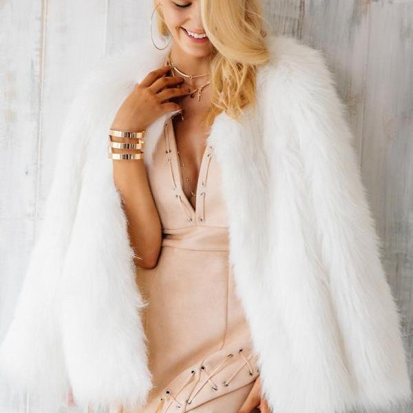 Chic White Faux Fur Winter..